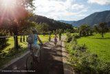 Familie fährt auf Ybbstalradweg