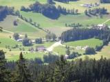 Die Landschaft von einem Berg aus gesehen.