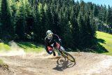 Bikepark Königsberg - ein Mountainbiker legt sich in die Kurve